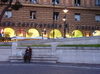 Woman_in_piazza